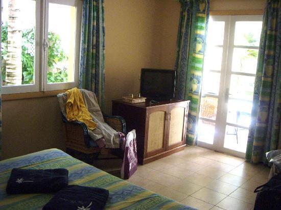 Hotel Les Cocotiers: autre vue de la chambre