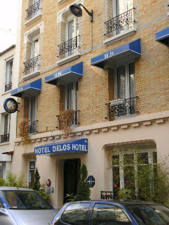 Hotel Delos Vaugirard Paris: The front of the hotel