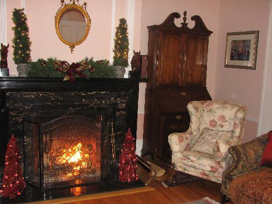 Bykenhulle House B&B: Winter Ceremonies by the firelight