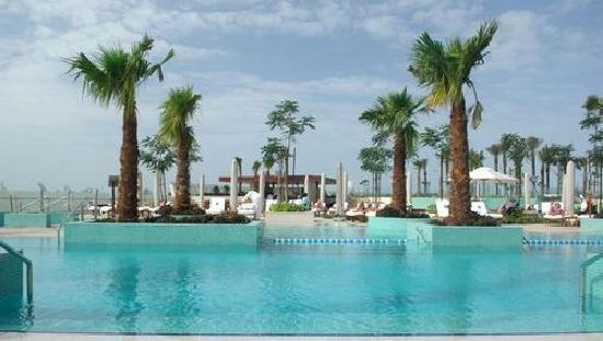 Crowne Plaza Dubai: piscine 2