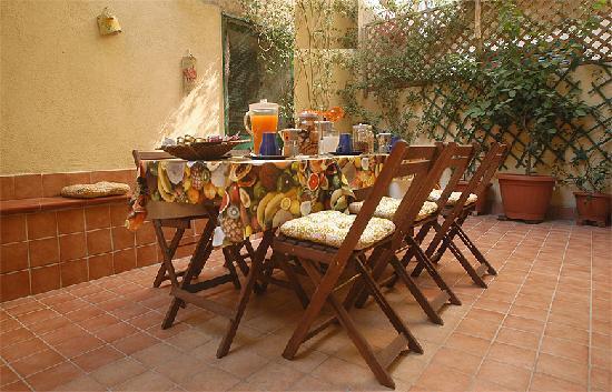 Bed & Breakfast I colori di Napoli: Terrazzo fiorato