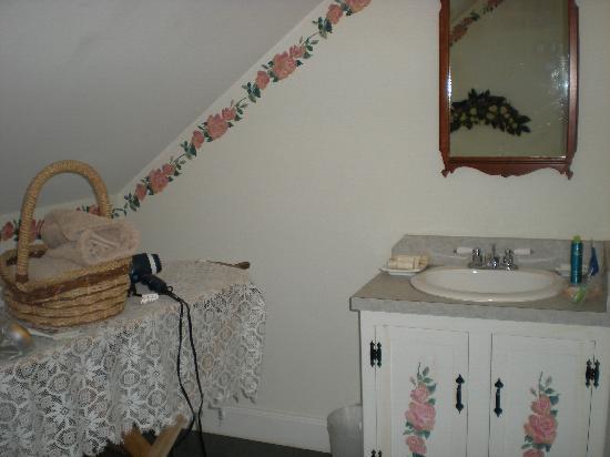 Old Orchard Beach Inn : Bathroom at Old Orchard