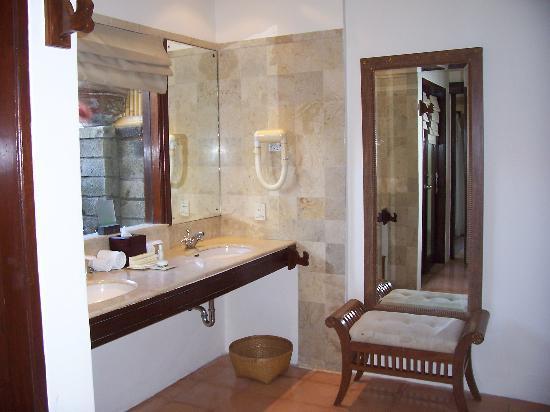 Hotel Santika Premiere Beach Resort Bali: Twin Bassin at Garden bungalow