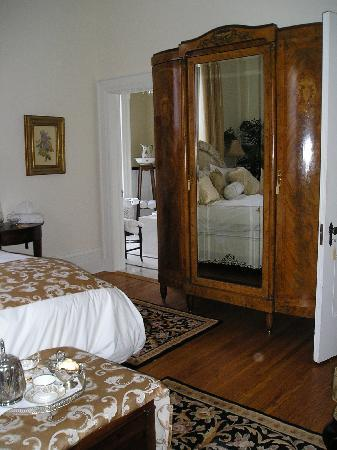 Osler House: Room looking toward bathroom