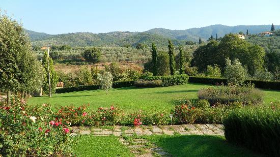 Casa Portagioia: Impeccable gardens!