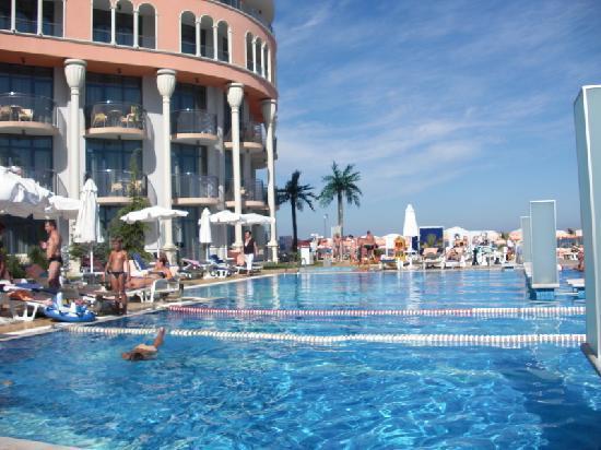 Azalia Hotel Balneo & SPA : Von der Poolanlage