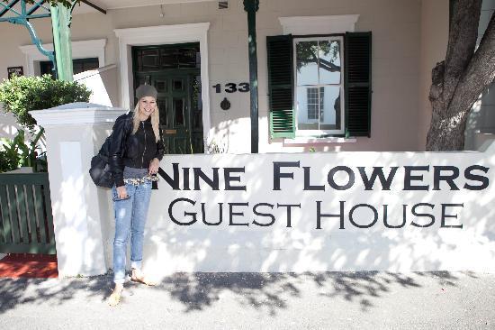Nine Flowers Guest House: Miss Schweiz Linda Fäh