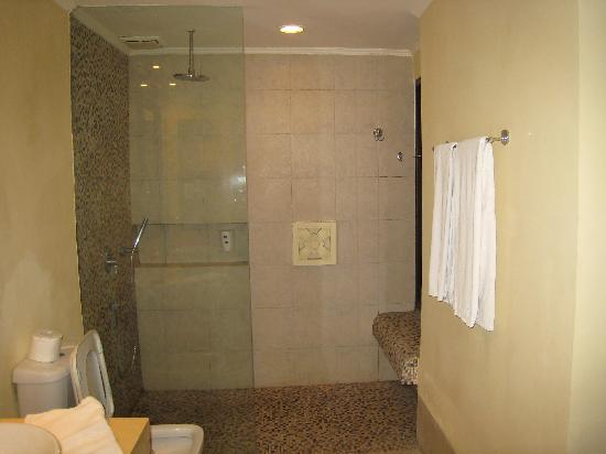Mercure Resort Sanur: Bathroom