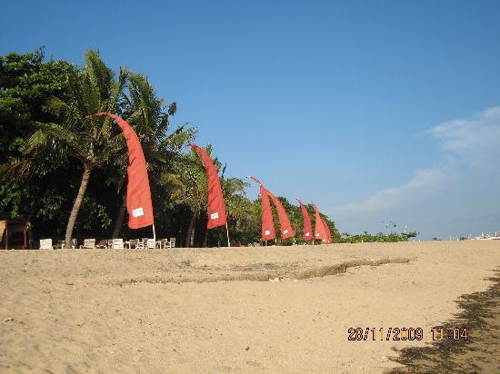 Mercure Resort Sanur: Private beach