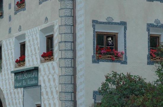 Santa Maria Val Müstair, Schweiz: Il proprietario ci osserva dalla finestra