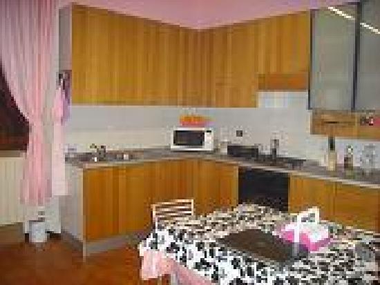 Fragolino Bed And Breakfast: kitchen-breakfast  cocina -desayuno