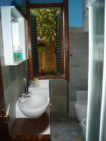 Fragolino Bed And Breakfast: toilette