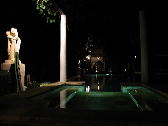 Villa Simha Bali: Abendstimmung am Pool