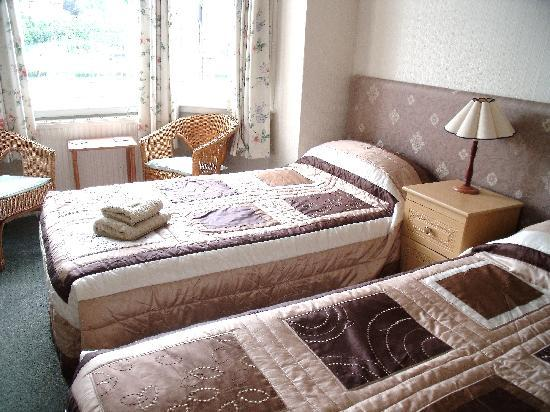 The Anchorage: En-suite twin room over looking Weymouth Harbour