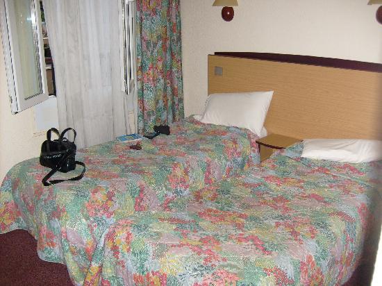 Hôtel Kyriad Paris 12 - Nation: Les lits un peu serré mais bon pour dormir ça suffit bien