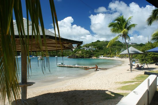 Calabash Restaurant & Lounge: the view of the beach from Calabash