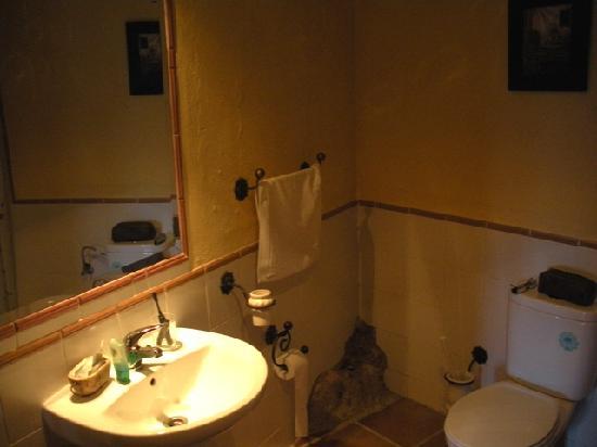 Casas de Montejaque: Detalle del baño. Se ve un poco la piedra natural
