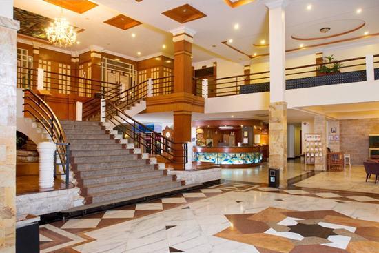 Comfort Hotel & Resort Tanjung Pinang: View of the Lobby