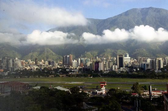 Eurobuilding Hotel and Suites Caracas: Vista su Caracas dalla camera dell'albergo