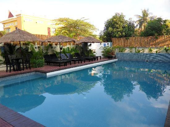 The Kool Hotel: pool view2