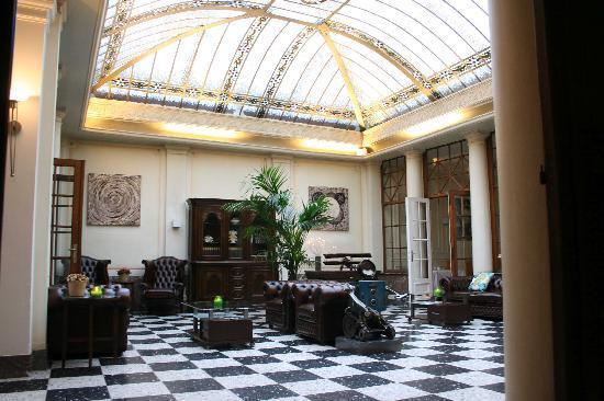 Grand Hotel du Sablon: Hotel lobby / sitting room