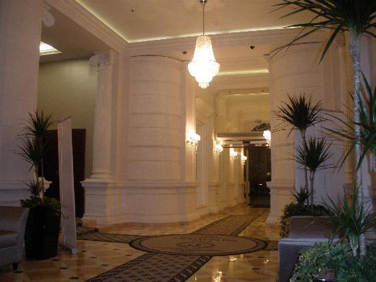 Hotel President: The Lobby