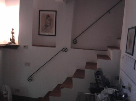 Agriturismo Olmi Grossi: scale per andate nella zona letto