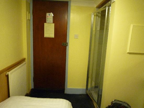 Hotel Montana Excel: single room no.1, basement