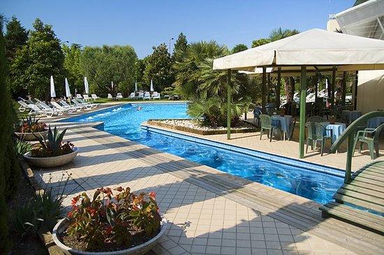 Hotel Grand Torino: Piscina esterna