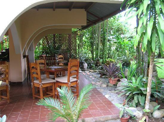 El Encanto Inn: our table