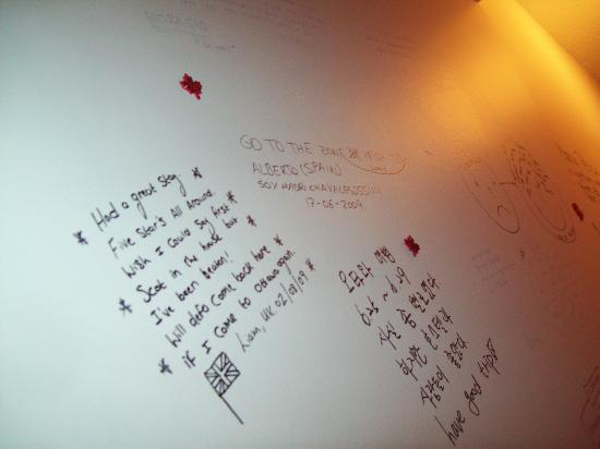Barefoot Hostel: The Wall Were You Write Your Goodbye Notes
