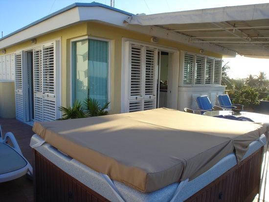 Color de Verano Village Apartments : Color de Verano penthouse & balcony