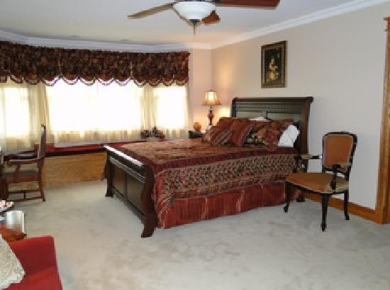 Whispering Woods Bed & Breakfast: The Oaks