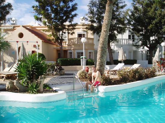 Lagos de Fañabe Resort: vid poolen