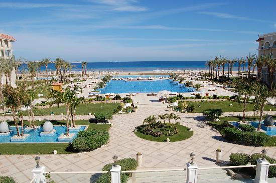 Sensimar Premier Le Reve: Pool areas and beach