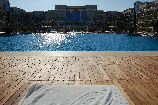 Premier Le Reve Hotel & Spa (Adults Only): Main pool decking