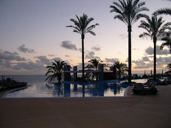โรงแรมเพสตานา พรอเมอเนด โอเชียน รีสอร์ท: piscina esterna