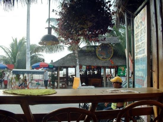 Esmeraldas, Ekwador: Atacames restaurante Malecon