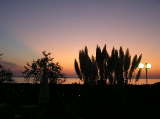 Diklo, Kroasia: Sonnenuntergang auf der Terasse
