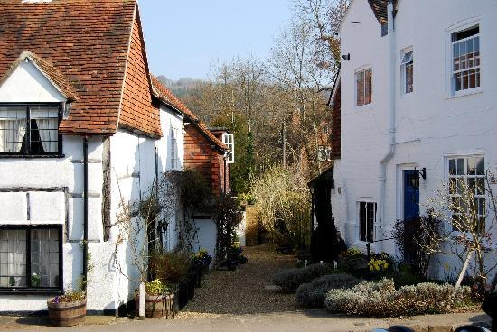 Shere, UK: Cross the square