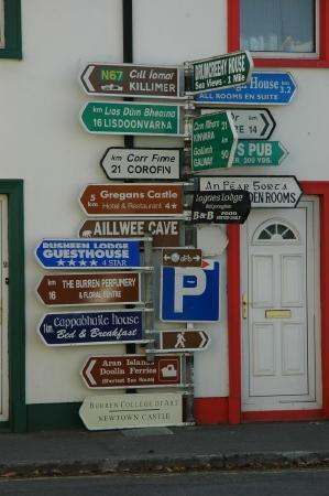 Hylands Burren Hotel : Signpost in Ballyvaughan