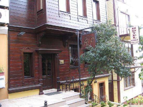 Hotel Alp Guesthouse: Convenient location in Sultanahmet