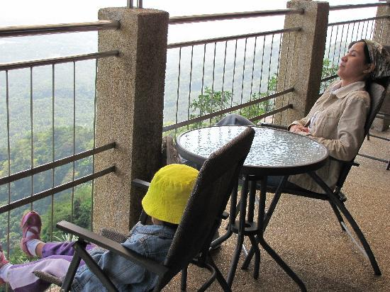 Starflower Tourist Lodge : relaxing at the terrace