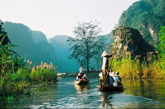 Ninh Binh, Vietnam: The small river to go to pagoda and cave