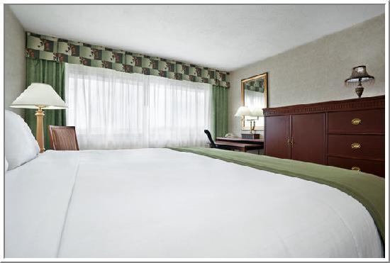 Holiday Inn Express Cincinnati West : King Room