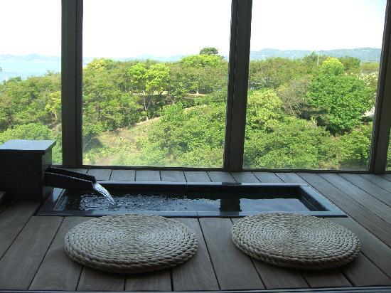 Gamagori, Japon : 足湯付き客室
