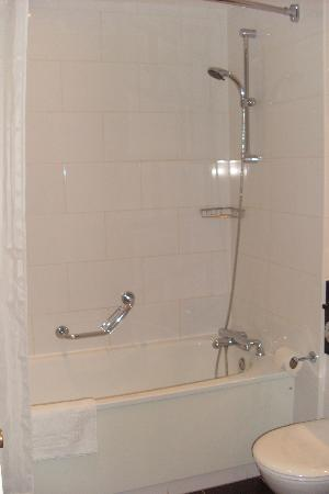 Crowne Plaza Solihull: shower