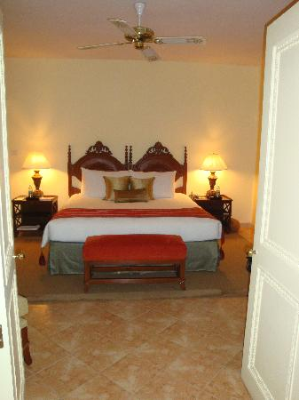 The Leela Goa: Suite Schlafbereich