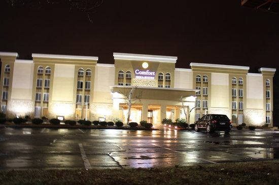 Comfort Inn & Suites East Hartford: Hotel Exterior
