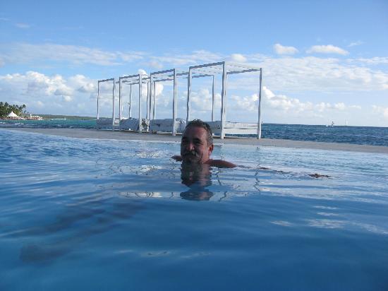 Viva Wyndham Dominicus Beach: The infinity pool